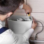Servicio de reparación de cisternas de baño