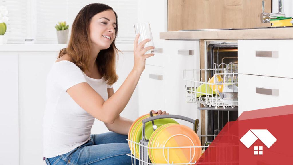 El motivo por el que el lavavajilas no seca bien puede ser una avería.
